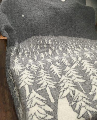 スウェーデン/KLIPPAN クリッパン/ HOUSE IN THE FOREST グレー ウール シングルブランケット