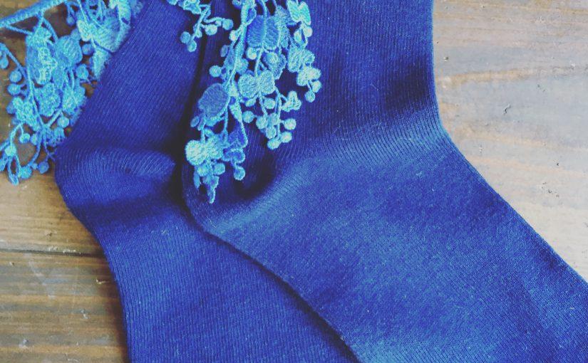 さわやかなブルーのケミカルレース